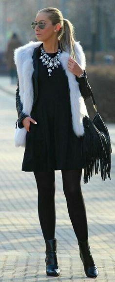 Love this combination of vest, necklace and ankle boots. Not my colours and the bag is too boheme for me.