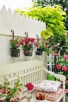 Outdoor Decorating Ideas - via moois en liefs: Tuin en veranda - I love the planters!