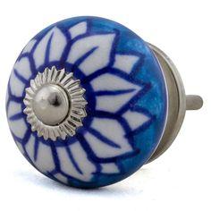 Möbelknopf Durchmesser 3,8 cm Machen Sie Ihre Welt ein wenig bunter !!! Peppen Sie Ihre langweiligen Kommoden und Schränke mit unseren farbenfrohen Möbelknöpfen auf. Handgefertigt und...