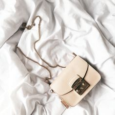 My cute Furla Celine Micro Luggage, African Traditional Dresses, Insulated Lunch Bags, Geek Fashion, Beautiful Bags, Casual Dresses For Women, Everyday Fashion, Bucket Bag, Chic