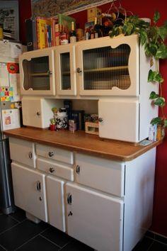 Omas altes Küchenbuffet von Vintage-Feffi