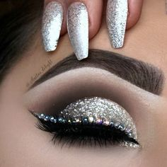 Diamond cut crease Makeup Tutorial - Makeup Geek-On the lid: Stila magnificent metals glitter in Eye Makeup Tips, Makeup Goals, Makeup Geek, Beauty Makeup, Makeup Ideas, Makeup Trends, Silver Makeup, Glitter Makeup, Glitter Eyeshadow