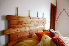 Letto low cost con la testiera fai da te - Cose di Casa Handmade Headboards, Ideas Geniales, Reuse Recycle, Interior Exterior, Wood Pallets, Pallet Wood, Design Your Own, Interior Inspiration, Diy And Crafts
