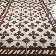 Piso calcáreo instalado en la Iglesia de Saldungaray. . . . . . #tiles #design #interiordesign #architecture #art #ceramic #interior #decor #tile #inspiration #mosaic #pattern #handmade #designer #decorating #tileart #travel #symmetric #floor #ihavethisthingwithtiles #ihavethisthingwithfloors #flooring #tiledesign #construction #vintage #tileaddiction #decoration #pueblosbonaerenses