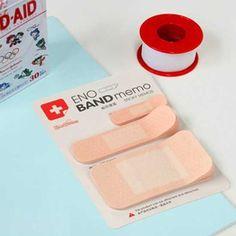 "Band-aid sticky notepad/memo  Sure to catch the attention of your note reader!  20 sheets per size. 60 sheets in total  Three different sizes: 1x4cm / 0.4""x1.6"", 2x7cm / 0.8""x2.8"", 4x7cm / 1.6""x2.8"""