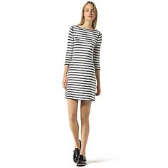 Tommy Hilfiger women's sweater. For the girl who likes to change her mind, our genius reversible dress offers two takes in one-stripes on one side, solid on the other (all the more to enjoy, we say).<br>• Classic fit.<br>• 100% cotton.<br>• Crewneck, ribbed collar, contrast tipping at hem.<br>• Machine washable.<br>• Imported.<br>