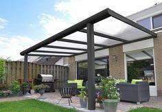 moderne Pergola  aus Metall  schöne Outdoor Möbel  viele Pflanzenkübel