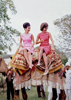 Jackie Kennedy and sister Lee Radziwill in India, 1962