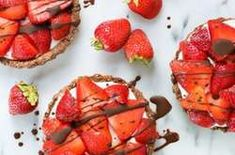 18 Summer Desserts That Don't Require an Oven — PureWow Cookie Dough Fudge, Chocolate Chip Cookie Dough, No Bake Summer Desserts, Summer Recipes, Easy Recipes, Fruit Ice Pops, Chocolate Graham Crackers, Butter Pie, Rice Krispie Treats