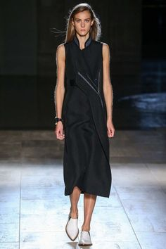 See the complete Victoria Beckham Spring 2015 Ready-to-Wear collection.