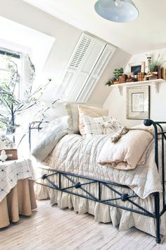 DIY:: How to Decorate With White ! There's nothing quite so fresh, clean, and crisp as a white room. Tips & Tutorials on How to use this pristine neutral in your home. !