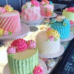 Pretty Cakes, Beautiful Cakes, Amazing Cakes, Cake Decorating Techniques, Cake Decorating Tips, Cupcakes, Cupcake Cakes, White Flower Cake Shoppe, Gateaux Cake