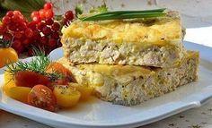 КУРИНЫЙ ПИРОГ-ЗАПЕКАНКА. Ингредиенты: - Вареное куриное филе - 300 гр - Мука - 50 гр - Яйцо (некрупное) - 2 шт - Молоко - 150 гр - Сыр твердый низкой жирности - 50 гр - 1/2 ч.л. разрыхлителя - Приправы (черный перец, карри, итальянские травы) - по вкусу - Соль - по вкусу