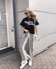 more photos ff751 f68b4 385 Best Fashion images in 2018   Fashion outfits, Fashion women, Feminine  fashion