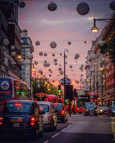 Have a great weekend folks #London #OxfordStreet #ThisisLondon #Shoppingmadness #shoppingstreet #thatseasonagain