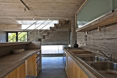 Industrial-style-kitchen-design-in-wood-and-concrete