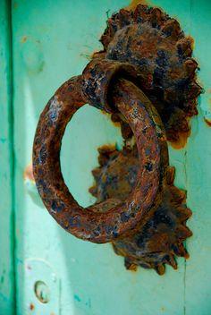 Door knocker at Asilah, Tanger, Marocco Black Door Handles, Knobs And Handles, Old Doors, Windows And Doors, Rust Never Sleeps, Door Knobs And Knockers, Peeling Paint, Door Accessories, Unique Doors