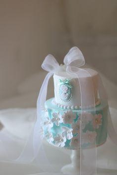 【オーダーリングピロー】小花が可愛いリングピロー | フェイクスイーツとクレイケーキの教室&ウェデイングアイテムの販売 大阪・Atelier Fairy*の手仕事綴り…