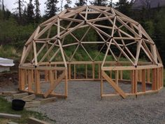 Haus und Wohnen Arctic Dome Greenhouses www. NRCS high tunnel approved in the United Diy Small Greenhouse, Geodesic Dome Greenhouse, Geodesic Dome Homes, Dome Structure, Bamboo Structure, Cabin Design, House Design, Dome House, Earth Homes