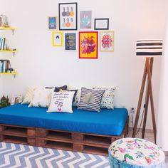 New Living Room Decor Diy Rustic Couch Ideas Diy Living Room Decor, Rooms Home Decor, Living Room Sofa, Living Rooms, Pallet Furniture Sofa, Furniture Decor, Cheap Furniture, Luxury Furniture, Room Interior