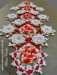 Wilma Crochê: Caminho de mesa camélias vermelhas e brancas