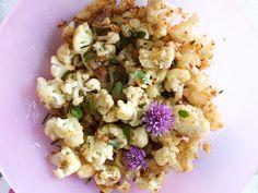 Hämmentäjä: Roasted cauliflower with sesame sauce. Paahdettu kukkakaali ja seesamikastike