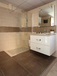 Douche à l'italienne Lille Douai Lens Le Touquet Small Shower Room, Small Showers, White Bathroom, Small Bathroom, Shower Units, Loft Design, Wet Rooms, Dream House Plans, White Beige