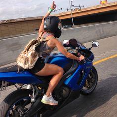 Who needs arm Day when you ride a motorcycle - Auto und Mädchen - Motorrad Blue Motorcycle, Motorbike Girl, Scrambler Motorcycle, Motorcycle Outfit, Bmw Sport, Sport Bikes, Dirt Bike Girl, Lady Biker, Biker Girl