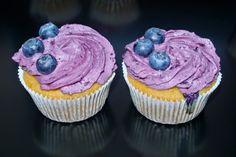 Bezlepkové vanilkové cupcakes s borůvkami a borůvkovým krémem