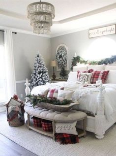 christmas bedroom 51 Pretty Christmas Decoration Ideas For Your Bedroom bedroom Diy Christmas Lights, Decoration Christmas, Cozy Christmas, Holiday Decor, White Christmas, Christmas Squares, Christmas Trees, Diy Weihnachten, My New Room