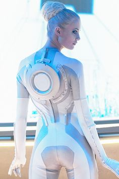 tron girl comicon 2010 by marny quinto, via Flickr