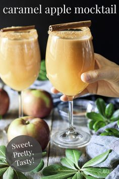 Caramel apple mocktail is a show stopping nonalcoholic drink recipe for kids and adults to enjoy. It's an autumn party drink perfect for Thanksgiving. Thanksgiving Drinks, Christmas Drinks, Holiday Drinks, Party Drinks, Summer Drinks, Cocktail Drinks, Virgin Cocktails, Drink Recipes Nonalcoholic, Alcohol Drink Recipes