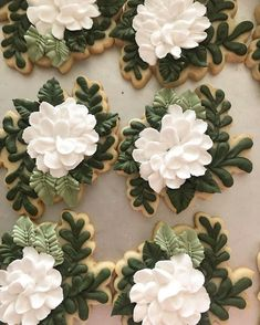 The most aesthetically pleasing cookies of all time. The most aesthetically pleasing cook Fancy Cookies, Cut Out Cookies, Iced Cookies, Cute Cookies, Easter Cookies, Birthday Cookies, Cupcake Cookies, Sugar Cookie Icing, Royal Icing Cookies
