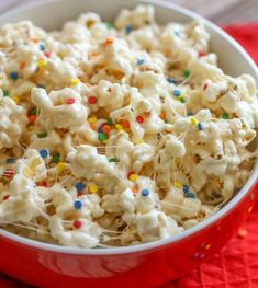 This sweet and salty Birthday Cake Popcorn has a delicious cake batter flavor that is SO addicting! You can't go wrong with white cake mix, vanilla, marshmallows, butter, and popcorn! Birthday Cake Popcorn, Popcorn Cake, Marshmallow Popcorn, Birthday Treats, Birthday Stuff, Party Treats, Holiday Treats, 5th Birthday, Happy Birthday