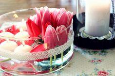 Tulpenschale mit Schwimmkerzen