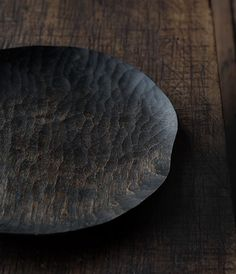Yoshiaki-Tadaki's carved woodcraft often with fuki urushi finish: his bowls, trays, plates, spoons Japanese Ceramics, Japanese Pottery, Wabi Sabi, Ceramic Plates, Ceramic Pottery, Japan Crafts, Wood Router, Wood Lathe, Cnc Router