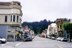 (Scenic American towns.) Ferndale is on the North California coast, situated in a redwood forest along the Pacific Ocean. The streets are lined with some of the most well-preserved Victorian homes in California.