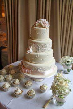 Gunnar barracks wedding cakes