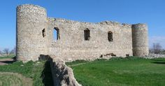 CASTLES OF SPAIN - Castillo de Peñaflor, Toledo, construido bajo el reinado de Alfonso X el Sabio, en el siglo XIII. Fue adquirido por el adelantado de Cazorla, Juan Carrillo, en el siglo XV. Posteriormente fue propiedad de Garcilaso de la Vega, padre del insigne poeta, heredado por Pedro Laso de la Vega su hijo mayor, quien lo habitó al igual que sus descendientes hasta el siglo XVII. (Patimonio Histórico Español) es propiedad del ayuntamiento de Cuerva y su estado es tristemente ruinoso.