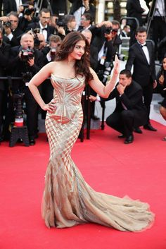 Aishwarya Rai at Cannes 2014! She looked dead gorgeous!