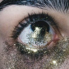 Why the fuck did you put glitter in your eyes? Aesthetic Eyes, Aesthetic Grunge, Aesthetic Photo, Aesthetic Pictures, Crying Aesthetic, Nail Art Paillette, Makeup Art, Eye Makeup, Lila Baby