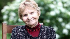 Micheline Dextreit est la fille de Raymond Dextreit (1908-2001), grand thérapeute soignant à l'argile. Son best-seller fût L'argile qui guérit s'est vendu à ...