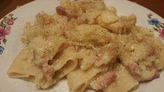 Ingredienti 300 gr di cavolo bianco lessato 100 gr di pancetta a strisce Sale e pepe qb Olio extravergine d'oliva qb 300 gr di paccheri (pasta tipo) Acqua