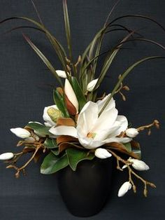 #64 - Cream Magnolia - Medium Rian Pot