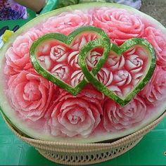 Watermelon heart Best Picture For food carving radish For Your Taste You are looking for something, Watermelon Carving Easy, Watermelon Art, Carved Watermelon, Watermelon Centerpiece, Watermelon Wedding, L'art Du Fruit, Fruit Art, Veggie Art, Fruit And Vegetable Carving