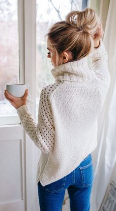 Fall trends | Cream knitted turtle neck with a pair of jeans and a bun