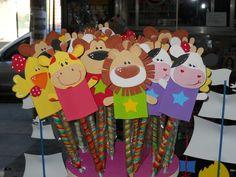 Titeres De Dedo Gigantes!!!! Diy For Kids, Crafts For Kids, Activity Sheets For Kids, Diy And Crafts, Arts And Crafts, Pencil Toppers, Paper Plate Crafts, Finger Puppets, Peter Rabbit