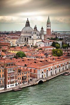 Tejados de #Venecia. http://www.venecia.travel?utm_content=bufferb51c5&utm_medium=social&utm_source=pinterest.com&utm_campaign=buffer #turismo #viajar #Italia