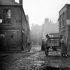 This photograph is one of those taken by John Cooke in 1913 to illustrate the dreadful living conditions in Dublin. Engine Alley still exists and is located in the Liberties area of Dublin. Note the broken glass and ragged curtains in the windows. Old Pictures, Old Photos, Vintage Photos, Dublin Ireland, Ireland Travel, Irish Eyes Are Smiling, England, Thats The Way, World History