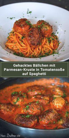 Rezept: Hackbällchen mit Parmesan-Kruste auf Spaghetti in Tomatensoße.